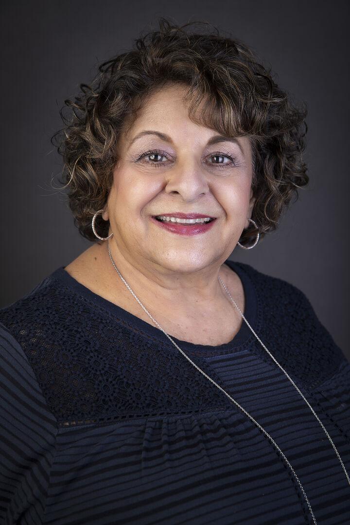 Mary Jo La Londe,  in Simi Valley, Pinnacle Estate Properties