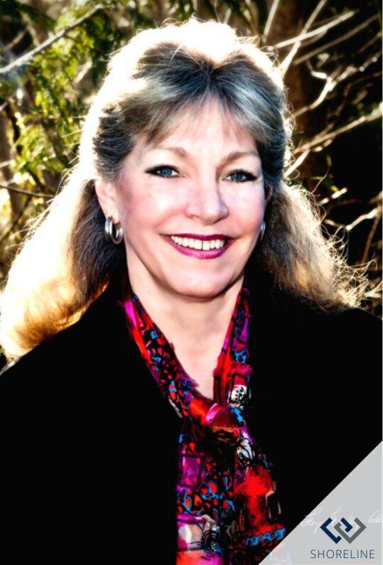 Laura Kremer Carl, Managing Broker in Shoreline, Windermere