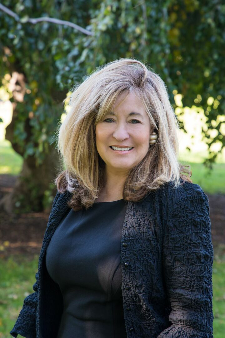 Donna Simmons, Sales Associate in Watch Hill, Mott & Chace Sotheby's International Realty