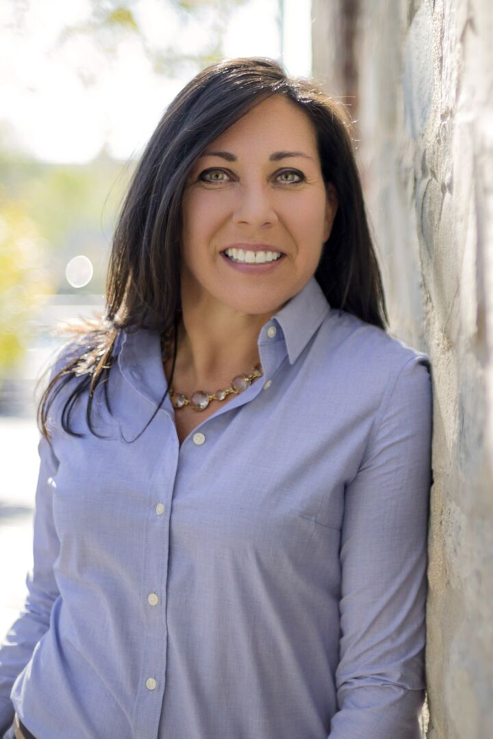 Gina DiCenzo, Sales Associate in Providence, Mott & Chace Sotheby's International Realty