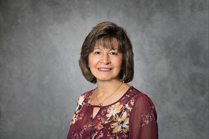 Hilda Ellis-Quiroz, Associate Broker in Greenwood, BHHS Indiana Realty